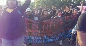 Masa dari ISTN ditolak bergabung dengan barikade demonstran BEM-SI saat aksi Kamis lalu(21/5)