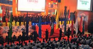Parade bendera dari 9 fakultas yang ada di IPB