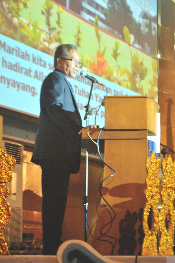 Penyambutan mahasiswa baru IPB angkatan 52 oleh Rektor IPB, Herry Suhardiyanto