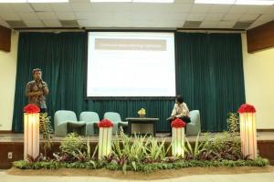 Penjelasan materi oleh Prof. drh. Deni Noviana, Ph.D
