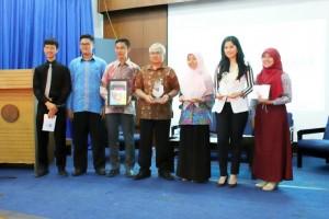 Foto bersama Drs. Wowon Widaryat, M.Si, Annisa Pohan, Shandra Amarilis