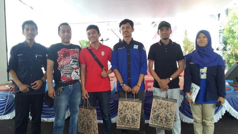 Pemenang Lomba Desain Aquascape, Dokumentasi : Himakua) Sebelah kiri pojok MC Khoirul Umam, diiukuti oleh pihak juri Aquascape, juara 3 Aquascape Andi Asal Bogor , juara 2 aquascape Dimas Satya P Universitas Riau, juara 1 aquascape Reza asal Siantar