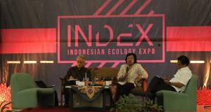Seminar sesi satu INDEX 2015, Ir. Hanni Adiati, Msi, staff Kementrian Lingkungan Hidup dan Kehutanan, memaparkan keadaan lingkungan hidup di Indonesia saat ini