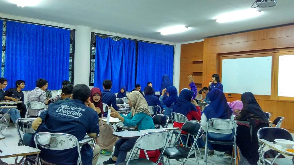 Suasana diskusi terbuka BEM PPKU terkait isu Green Campus IPB, Minggu (28/2)