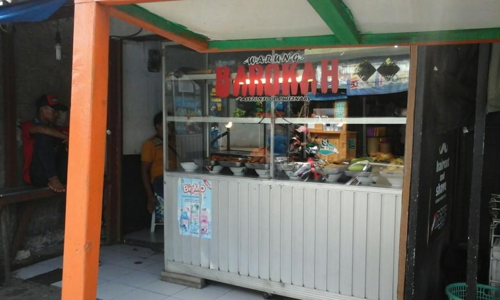 Warung Barokah masih sepi pembeli (foto : Ratna PH)