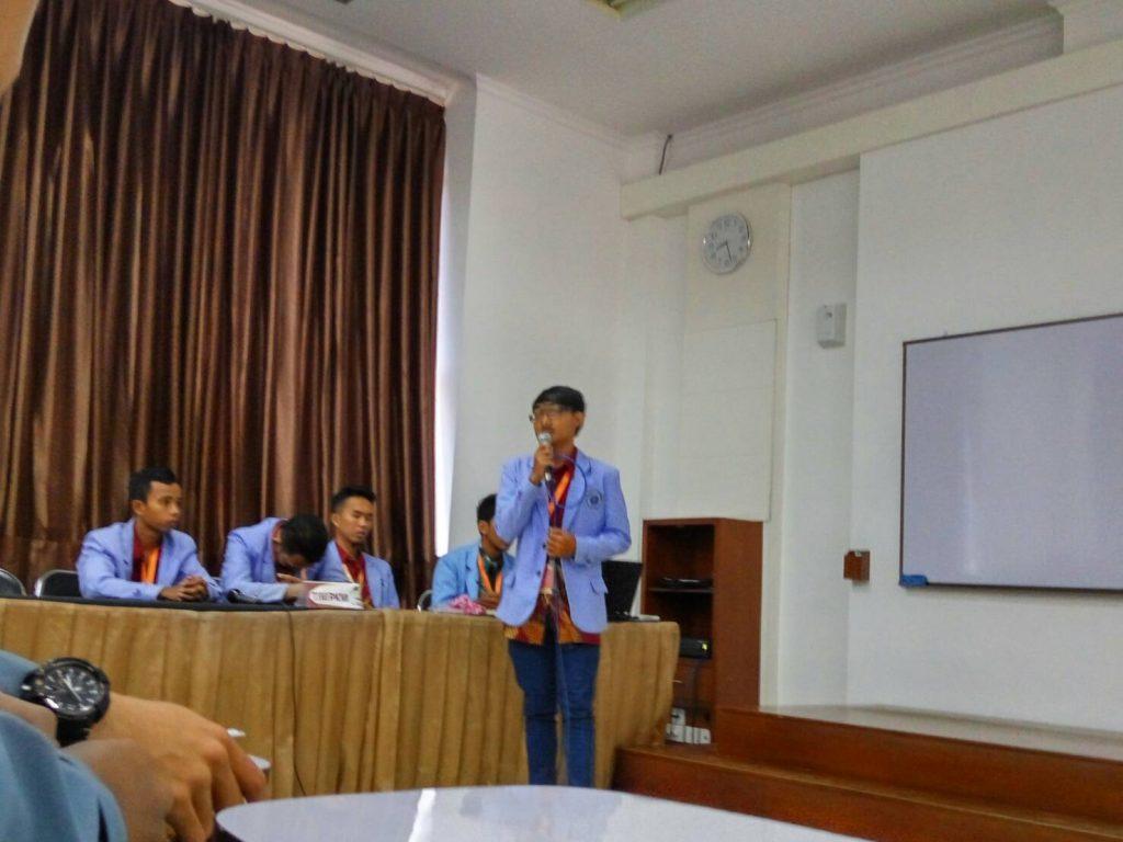 Rabu(10/8), Universitas Bangka Belitung sedang mempresentasikan pkmnya yg berjudul SoTaTi (Souvenir Tailing Timah) untuk mengurangi Limbah Timah Eks Penambangan Timah di Bangka Belitung di ruang CCR 2.01 (Foto: Ichwanul AM).
