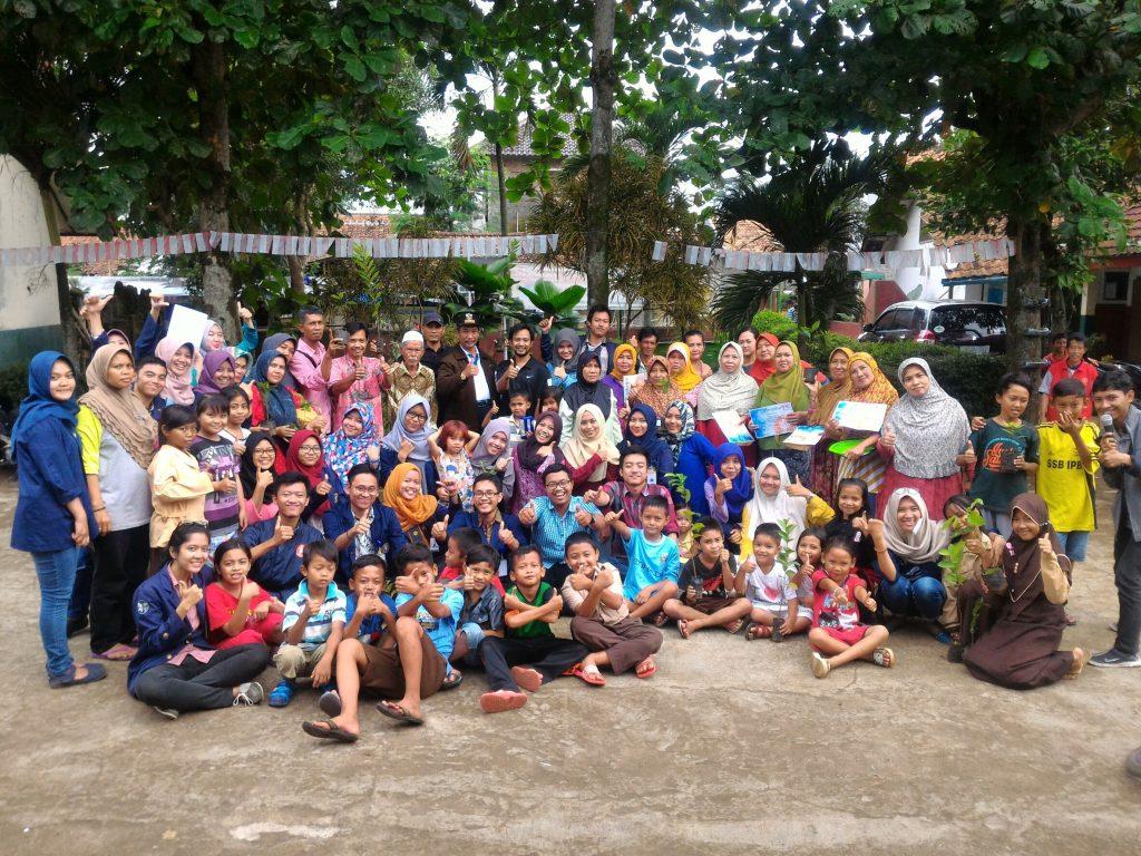 Foto bersama setelah acara puncak Sahabat Desa.