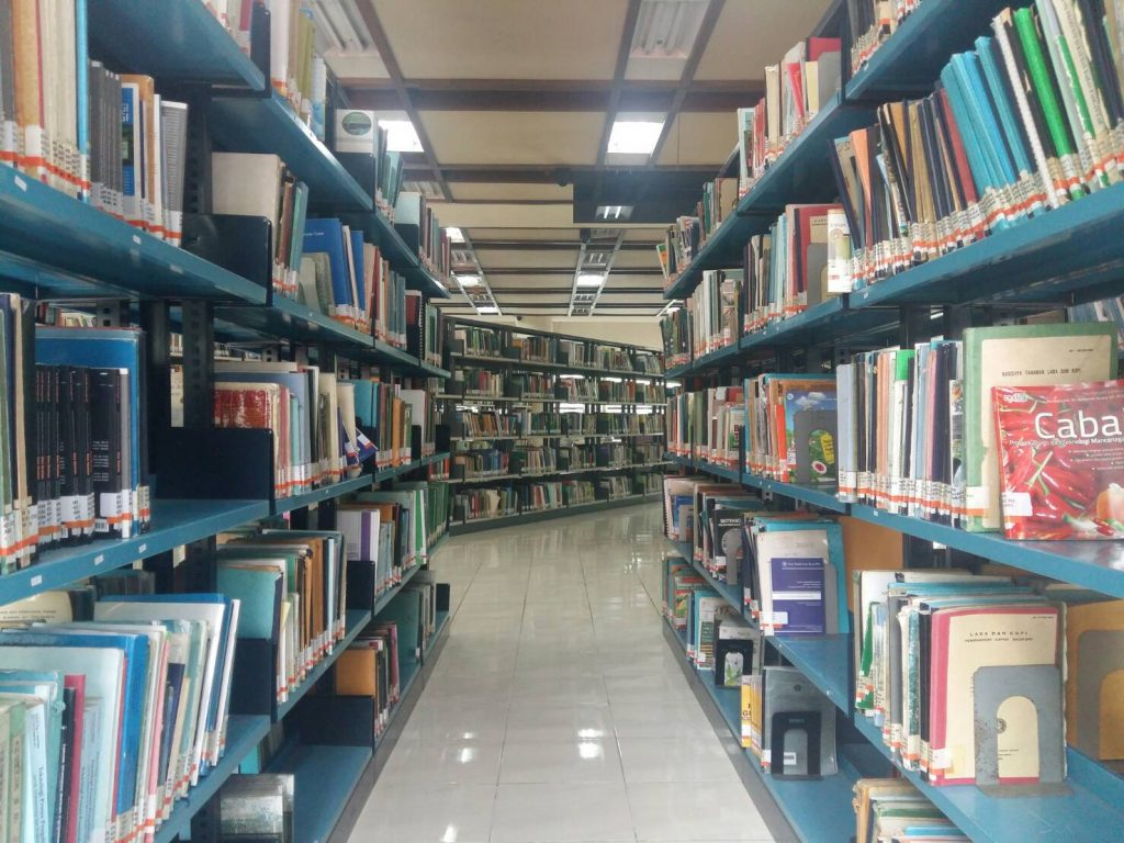 Koleksi Pustaka Perpustakaan Pusat IPB (Foto oleh : Ulfah Dwi K)