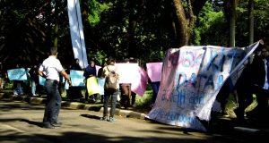 Aksi Mahasiswa Dikawal Pihak Satpam IPB. Foto oleh : Naila Humaira (Korpus Institut)