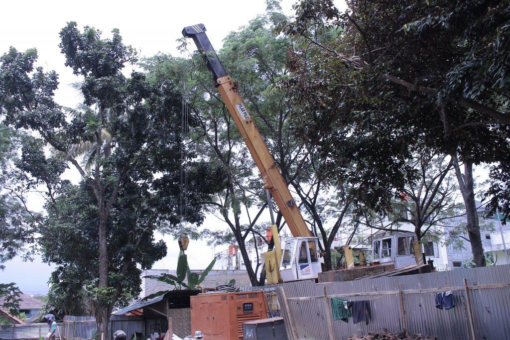 Alat Berat Menunjang Pembangunan Rusunawa (Foto oleh : Andika SB)