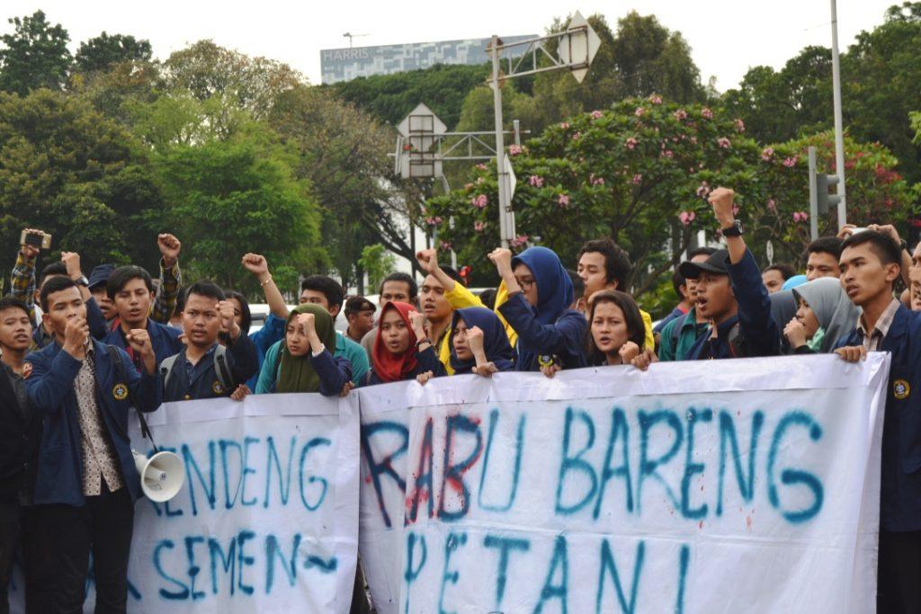 Presma IPB memimpin aksi mahasiswa (Foto oleh : Hanifah H)