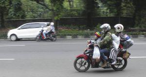 Pemudik motor melintas di Jalan Raya Pajajaran, Bogor, Sabtu (24/6/2017) siang. (Foto oleh : Hesti M)