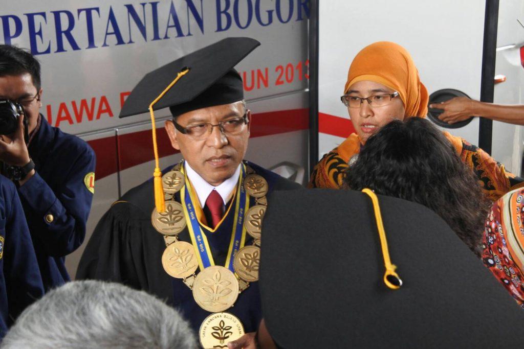 Rektor IPB saat menemui awak media (Foto oleh : Tasya Chotimah)