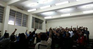 Para peserta konsolidasi serukan siap bela gerakan mahasiswa (Foto oleh : Digna Orwiantari)