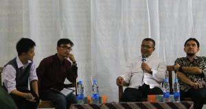 Ketua BEM G, kastrat BEM KM, drh Hasim dan Dr. Rinekso Soekmadi, M.Sc. dalam obrolan mahasiswa G pada Sabtu (12/9).