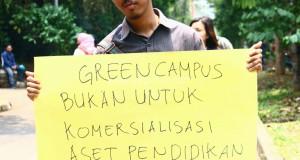 Massa yang menamakan diri Aliansi Mahasiswa Peduli IPB menolak dengan tegas komersialisasi aset kampus. (Foto: Ichwanul AM)